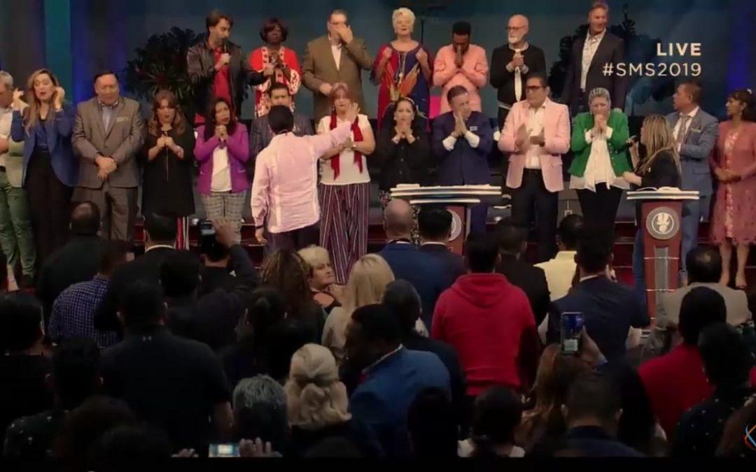 Honra al Apóstol Jorge y la Profeta Alicia Ledesma, por parte del Apostol Guillermo Maldonado