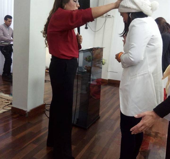 Visitación poderosa del Espíritu Santo en la iglesia de los pastores Rojas en Perú.
