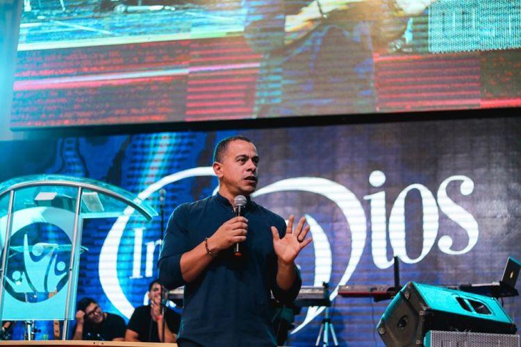 """Pastor David Cañas ; """"Dios nos tiene una palabra para nosotros sus hijos"""""""