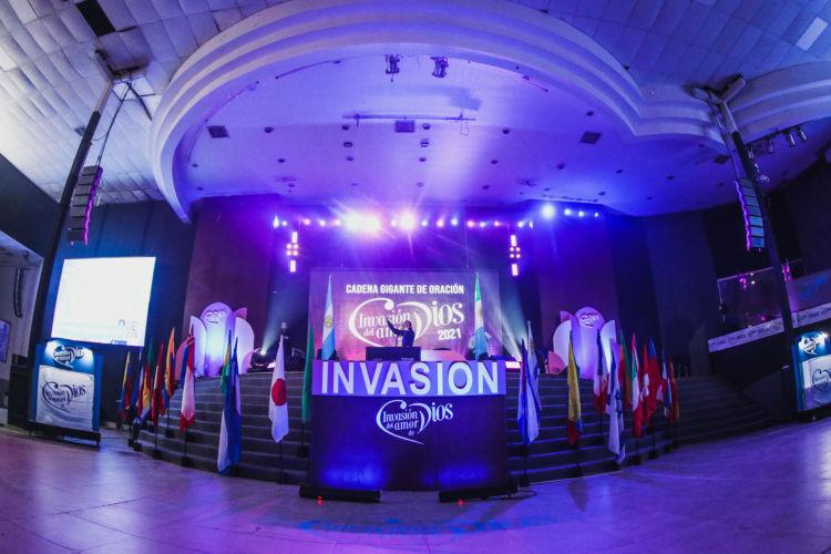 Imponente oración en los cinco continentes de Invasion